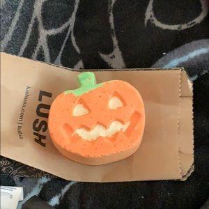 Lush pumpkin bath bomb